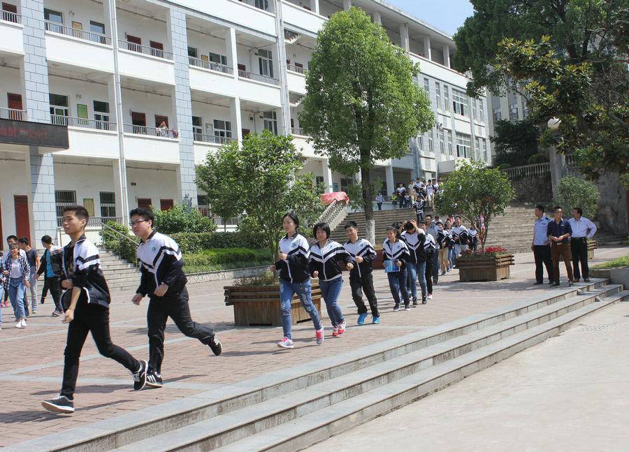 安徽省浮山中学 安徽省历史名校 安徽省级示范高中欢迎你 我校举行